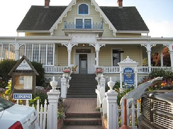 MacCallum House Restaurant: the front
