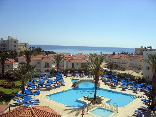 Seagull Apartments: Pool area