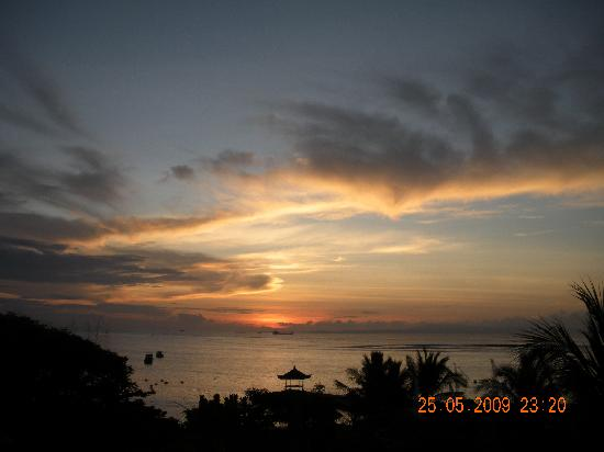 Grand Mirage Resort & Thalasso Spa - Bali: a view of the sunrise from the balcony