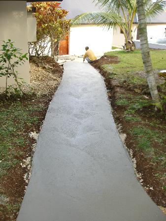 Mangoes Resort: The new concrete path to our room