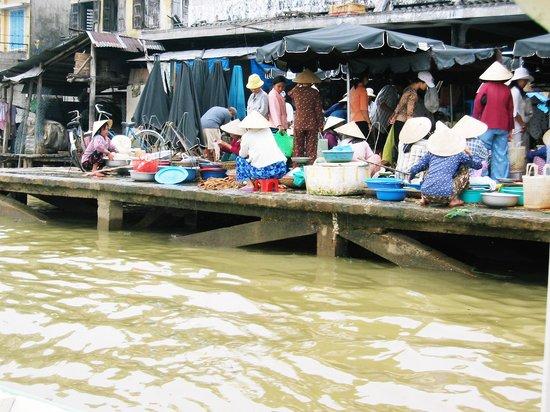 Hoi An, Vietnam: fish market