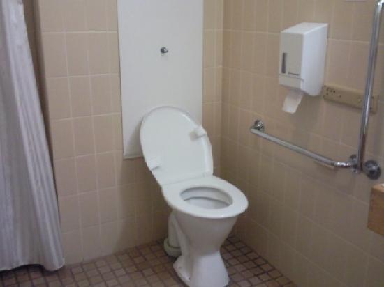 Aviators Lodge: Toilet, very clean