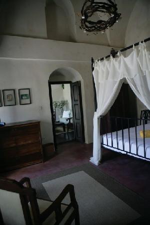 Villas and Mansions of Santorini: Mansion Sophia bedroom