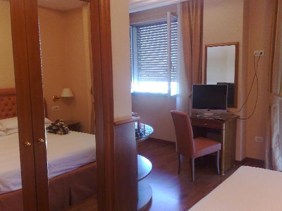 Hotel Eliseo Terme: Stanza 401 da un'altra angolazione