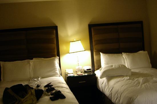Hotel Angeleno: Una vista dei comodissimi letti