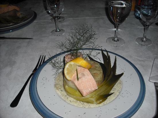 Chateau de Quarante: salmon dish