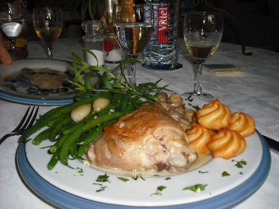 Chateau de Quarante: chicken dish