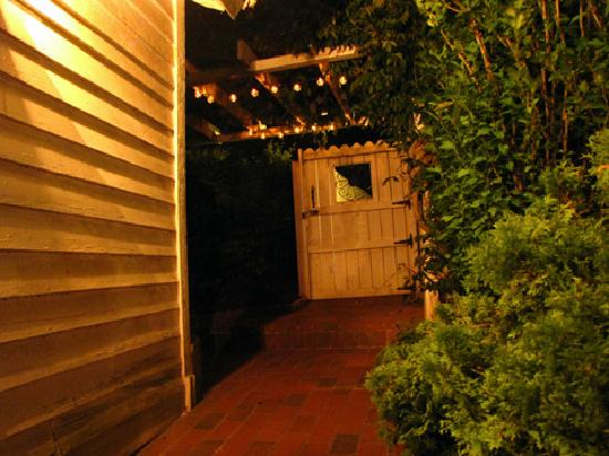 Claiborne House Bed and Breakfast : Even the gate out to the parking lot is charming