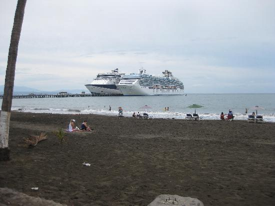Black sand beach picture of province of puntarenas for Black sand beaches costa rica
