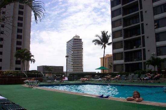 Waikiki Banyan : Pool Area!