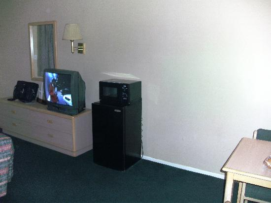 Rodeway Inn & Suites: I