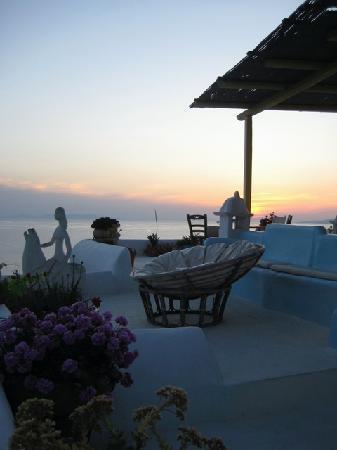 Omiros Hotel: Coucher de soleil sur la terrasse