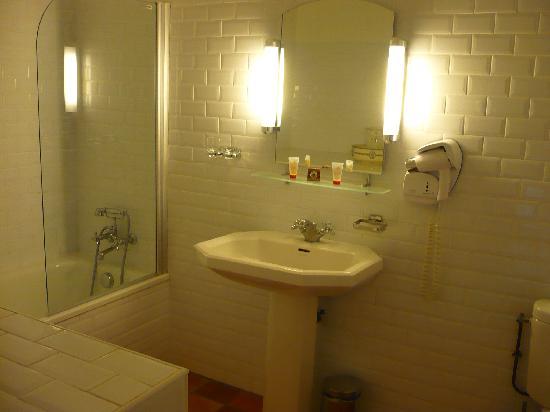 Hotel de Charme La Maison des Peyrat : Chambre n° 1, la salle de bains-WC