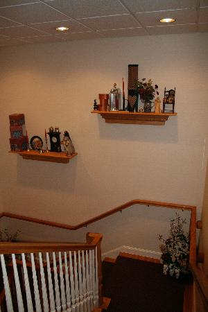 Comfort Inn & Suites: Decoration in the stairs.