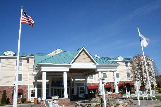 Comfort Inn & Suites: The building.