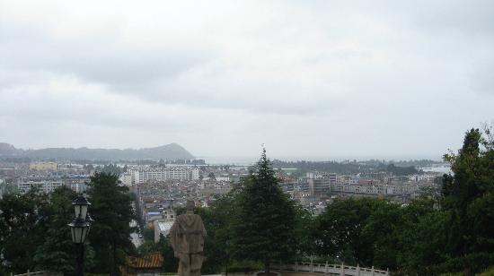 Zheng He Gongyuan Park: He statue looking out over the city