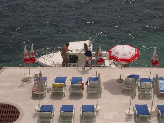 Hotel Bozica: Arriving by boat
