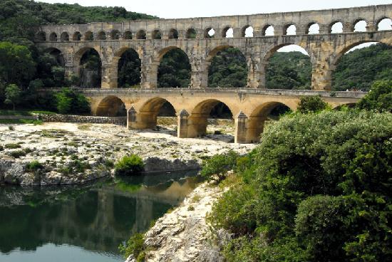 Le Vieux Moulin : pont du gard
