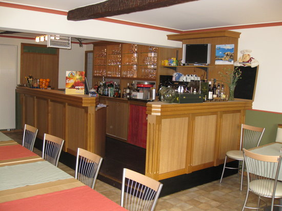 L'Auberge de Bouvignes: The bar near the breakfast area
