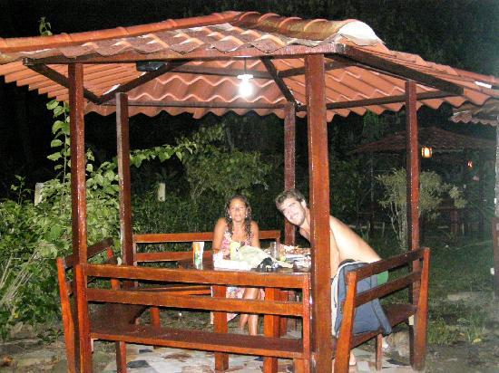 Agapi: cenando en el jardín