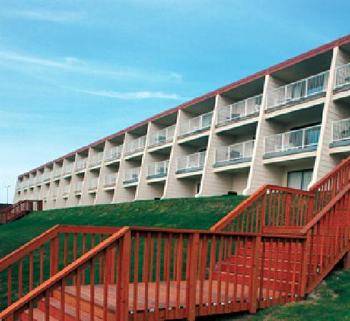 The Surfside Inn: Surfside Inn from the road