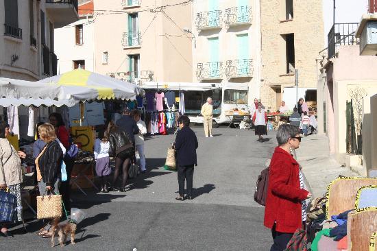 Hotel Le Centre : Le Boulou market