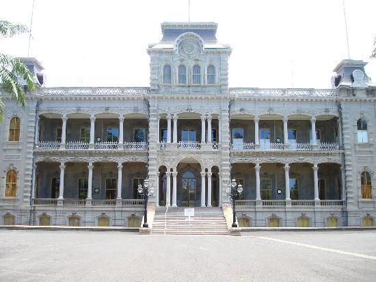 Iolani Palace front