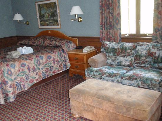 Oglesby, IL: room