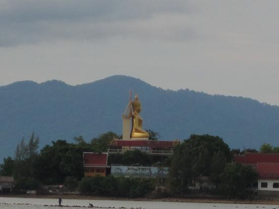 Samui Mermaid Resort: view of Big Buddha from hotel/beach