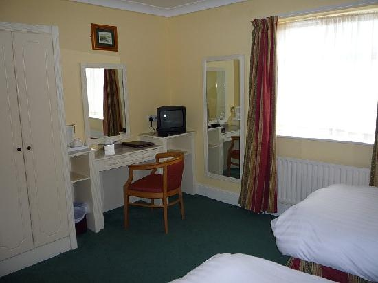 Lansdowne Arms Hotel: Room