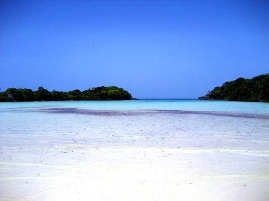 Cabrera, Dominikana: La playa no es profunda. 1km y luego te da al pecho.