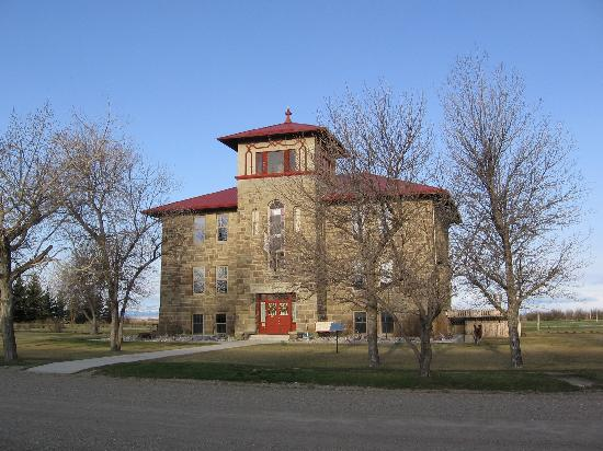 Valier, MT: Stone School Inn