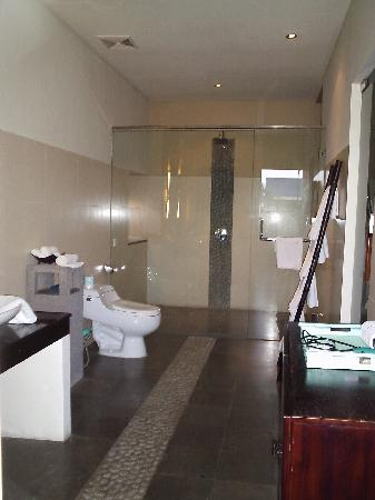 Alam Warna: Phirus-3 bedroom villa - upstairs bathroom/two bedrooms share; no ensuite to second bedroom
