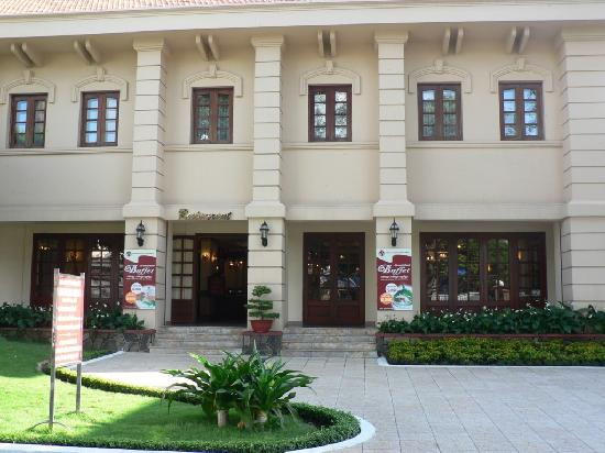 Tan Son Nhat Hotel: Front of hotel's restaurant