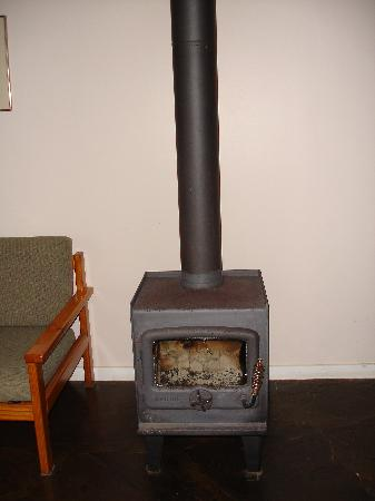 ‪‪Hanson Bay Cabins‬: Pot bellied stove heater‬