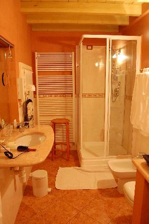 Domus Nova B&B: Bathroom