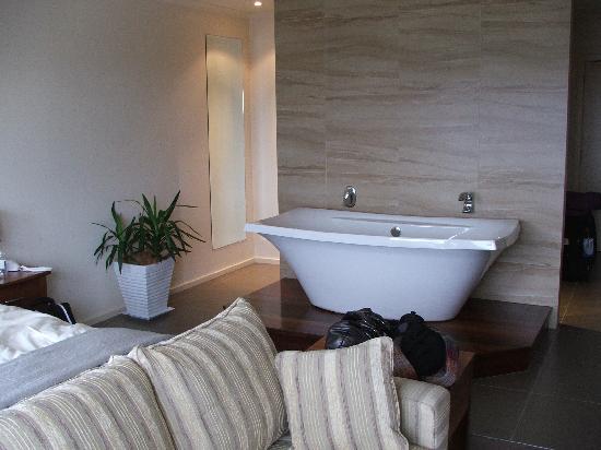 Captainu0027s At The Bay: Huge Bath In Bedroom