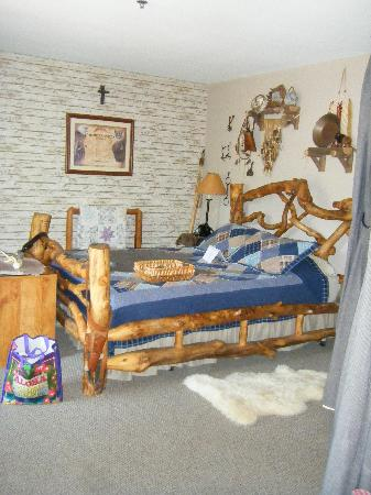 Lodge at Grant's Trail by Orlando's: frontier room