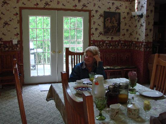 Locust Brook Lodge Bed & Breakfast: A great breakfast with a view