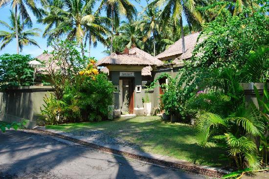 Villa Gils : Villa Rumah Kecil entrance