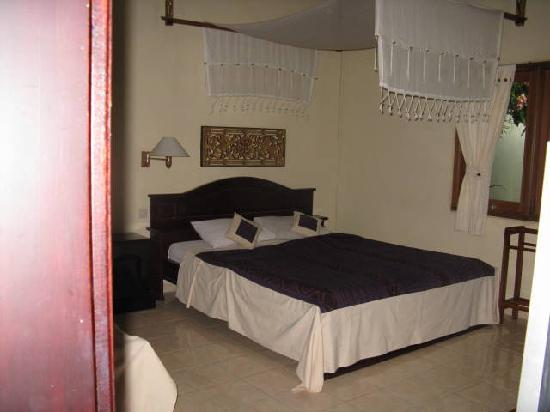 Masa Inn : View from the bathroom looking into the room