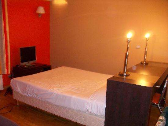 Park & Suites Elegance Lognes : Bed