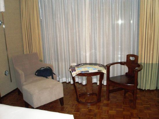 L'hotel Nina et Convention Centre : Sofa & Table
