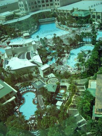 Mandalay Bay Resort & Casino : Pools - view from 23rd floor
