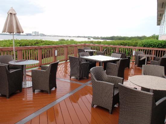 Oystercatchers Outdoor Lounge