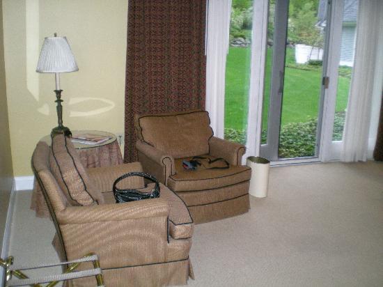 Stone Hill Inn : sitting area in room