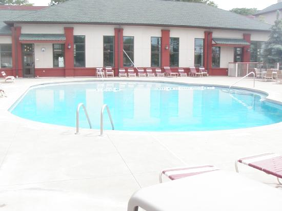 Quail Hollow Resort: outdoor pool