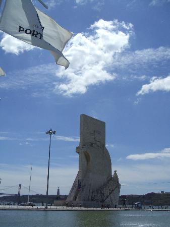 Casa do Bairro by Shiadu: monumento a los descubridores