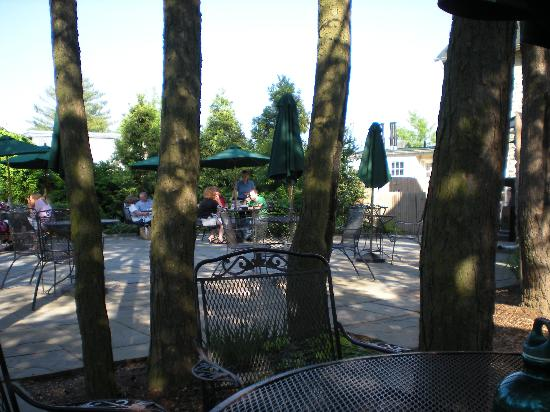 The Red Fox Inn & Tavern: The patio