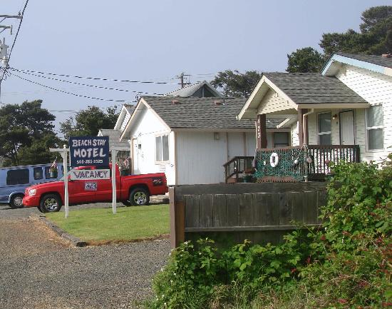Beach Stay Motel: 6-unit duplex/cottage style motel